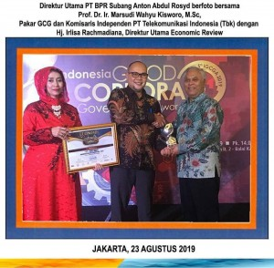 Penerimaan Piagam & Piala 1st The Best Indonesian GCG Implementation 2019 - Indonesia Good Corporate Governance Award 2019 - BPR SUBANG